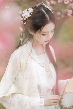 Ếch Prince's media statistics and analytics Beautiful Chinese Women, Beautiful Asian Girls, Hanfu, Oriental Fashion, Asian Fashion, Ancient Beauty, China Girl, Fantasy Dress, Foto Pose