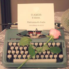 Baby's breath, Dinner, Gipsofila, Jantar de Noivado, Noivado, Pink and Green, Romantic, romantico, Verde e Rosa, maquina de escrever retrô, vintage typewriter, decor, decoration, decoração.