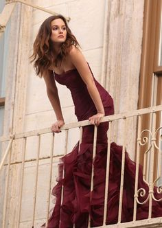 Una hermosura de vestido sirena color vino. A la próxima boda que vaya prometo pedir que me lo hagan.