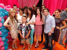 Nickelodeon Stars Casts From Icarly Victorious Drake And Josh And Sam And Cat Cast Reunion Nick Annual Kids Choice Awards 2014 Miranda Cosgrove, Series Da Nickelodeon, Kids Choice Awards 2014, Icarly Cast, Icarly And Victorious, Nathan Kress, Orange Carpet, Ariana Grande Fotos, Sam And Cat