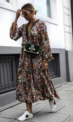 15 Langarm Kleider für den Herbst - Outfit ideas for ageless style - Mode Maxi Dresses Uk, Chiffon Maxi Dress, Trendy Dresses, Casual Dresses, Casual Outfits, Sleeve Dresses, Floral Dresses, Summer Dresses, Midi Skirts