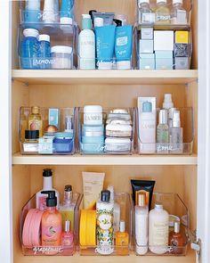 Medicine Cabinet Organization, Bathroom Organisation, Toiletry Organization, Hair Product Organization, Organizing Bathroom Closet, Bathroom Storage Diy, Organization Ideas, Organize Medicine, Apartment Closet Organization