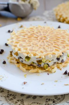 These Cannoli Ice Cream Sandwiches are a special dessert that really doesn't take much to prepare. Cannoli ice cream sandwiched between two pizzelle cookies, and the ice cream is made without an ice cream maker! Desserts To Make, Delicious Desserts, Dessert Recipes, Yummy Food, Fun Food, Ice Cream Desserts, Frozen Desserts, Frozen Treats, Cannoli Cream
