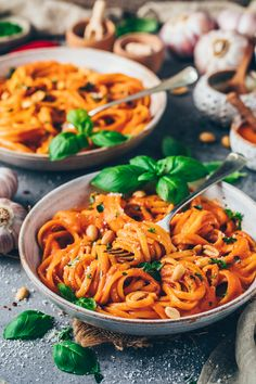 This easy vegan roasted red pepper pasta sauce recipe is incredibly creamy, healthy, delicious and makes the perfect satisfying weeknight dinner! It's a simple recipe that is dairy-free and easy to make for everyone! Red Sauce Pasta Recipe, Pasta Sauce Recipes, Creamy Pasta Recipes, Sweet Potato Chili, Sweet Potato Noodles, Roasted Red Pepper Pasta, Roasted Red Peppers, Asian Vegetables, Vegan Roast