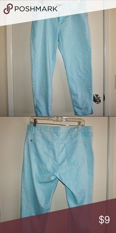 Sea foam green ankle cut jeans Great condition but some piling shown in picture in the inner seam of jeans, very comfortable, stretchy and light weight Forever 21 Jeans Ankle & Cropped