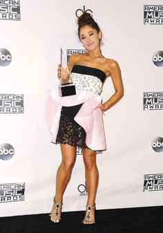 Take a look at singer Ariana Grande's most stylish outfits, from the red carpet to the stage. Ariana Grande 2015, Ariana Grande Bangs, Ariana Grande Outfits, Ariana Grande Photos, Red Carpet Event, Red Carpet Looks, Red Carpet Dresses, Who What Wear, Stylish Outfits