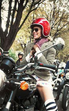 Nice... Biker Boys, Biker Girl, British Motorcycles, Triumph Motorcycles, Motorbike Girl, Motorcycle Helmets, Cafe Racer Girl, Lady Biker, Street Bikes