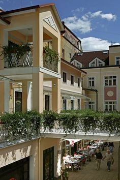 Cafe Český Dvůr is located in the most beautiful part of Mariánské Lázně. There are several advantages of the residence like easy approach to the spa city-colonnade and the other spa houses as well as approach to the parks and to the beautiful parks of the city. You can find us in a very pleasant setting the Omega passage, right on the main boulevard.