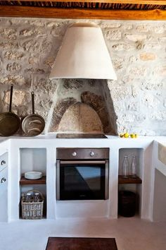 Get our best ideas for outdoor kitchens, including charming outdoor kitchen decor, backyard decorating ideas, and pictures of outdoor kitchen. Inspired by these amazing and innovative outdoor kitchen design ideas. Shabby Chic Kitchen, Home Decor Kitchen, Kitchen Interior, Home Kitchens, Rustic Kitchens, Backyard Kitchen, Outdoor Kitchens, Country Kitchen, Diy Kitchen