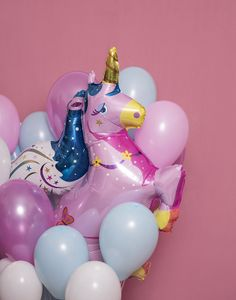 Hell Yeah ! A Unicorn Balloon ! Such a good idea to decorate a room or simply coming with as a bouquet !