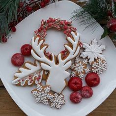 Here are the best Christmas Cookies decorations ideas for your inspiration. These Christmas Sugar Cookies decorated with royal icing are cutest desserts. Cute Christmas Cookies, Iced Cookies, Christmas Sweets, Noel Christmas, Holiday Cookies, Cupcake Cookies, Christmas Baking, Cookies Et Biscuits, Christmas Fashion