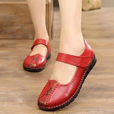 Handmade Stitching Pattern Hook Loop Leather Flat Shoes Handmade Stitching Pattern Hook Loop Leather Flat Shoes This image has get. Comfy Shoes, Comfortable Shoes, Fall Booties, Fashion Flats, Loafers For Women, Leather Flats, Types Of Shoes, Shoe Collection, Womens Flats