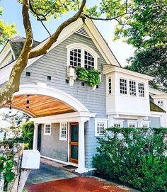 If you are looking for Modern Farmhouse Exterior Design Ideas, You come to the right place. Below are the Modern Farmhouse Exterior Design Ideas. Future House, My House, Gate House, House Entrance, Modern Farmhouse Design, Modern Cottage, Cottage Farmhouse, White Farmhouse, Farmhouse Decor