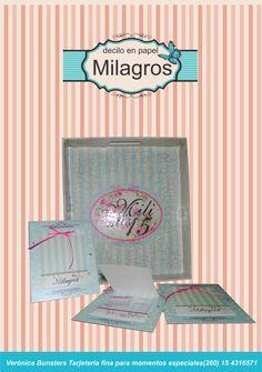 La tarjeta de Mily fue una pequeña agenda en tonos pastel y distintas texturas en cada una de sus hojas.