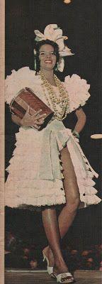 """Vera Lúcia Couto em traje típico. A fantasia confeccionada por Evandro de Castro Lima (1920-1985) tinha o nome de """"Samba, Sinfonia de Três Raças"""". Revista Manchete, 18/07/1964)"""