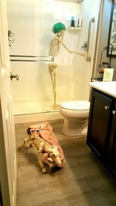 38 Modern Halloween Decorating Ideas For Your Bathroom 38 Modern Halloween Decorating Ideas For Your Bathroom. Hallowen Party 38 Modern Halloween Decorating Ideas For Your Bathroom , Halloween Tags, Cheap Halloween, Halloween Party Decor, Holidays Halloween, Halloween Themes, Halloween Pumpkins, Halloween Crafts, Halloween Decorating Ideas, Modern Halloween Decor
