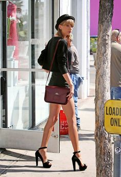 Ekpo Esito Blog: Taylor Swift to insure her legs for $40million
