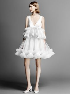 The new Viktor&Rolf wedding dresses have arrived! Take a look at what the latest Viktor&Rolf bridal collection has in store for newly engaged brides. Bridal Looks, Bridal Style, Bridal Collection, Dress Collection, Silhouette Mode, Bridal Fashion Week, Bridal Dresses, Marie, Costume Ideas