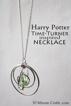 This cute even though it's potter necklace. your own Harry Potter inspired DIY Time Turner Necklace for a Hermione costume or for everyday wearing - add your own magic to go back to this morning! Magie Harry Potter, Bijoux Harry Potter, Harry Potter Schmuck, Harry Potter Kostüm, Harry Potter Cosplay, Harry Potter Earrings, Wire Jewelry, Jewelry Crafts, Handmade Jewelry