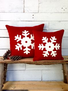 Decorative Winter Pillow Red Snowflake Pillow by AwayUpNorth. These would look so good in my den during the holidays and winter season. Red Pillows, Rustic Pillows, Decorative Throw Pillows, Christmas Snowflakes, Christmas Love, Christmas Crafts, Christmas Patterns, Etsy Christmas, Christmas Ideas