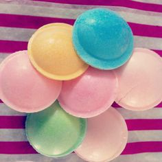 Awww I love flying saucers they are one of my fav childhood sweets :) they are lush! 1970s Childhood, My Childhood Memories, Childhood Toys, Great Memories, 80s Sweets, Old Fashioned Sweets, Vintage Sweets, Nostalgia, Retro Candy