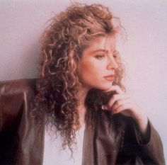 Rare 1985 house track recorded by Taylor Dayne under the name Les'lee before she exploded onto the charts in 1988 with Tell It To My Heart. 80s Pop Music, Good Music, Taylor Dayne, 80s Trends, Belinda Carlisle, Italo Disco, Rocker Girl, Billy Idol, Curled Hairstyles
