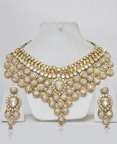 Indian Bridal Jewelry Set-Heavily Embellished  http://indiafashionexpo.com/shopping/images/Indian_jewelrypln13506ife.jpg