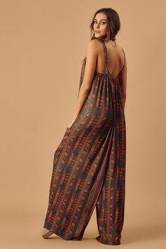 Macacão Saruel com Bolsos Estampado - Novidades Suit Fashion, Hijab Fashion, Boho Fashion, Fashion Dresses, Fashion Design, Indian Designer Outfits, Designer Dresses, Simplicity Fashion, Day Dresses
