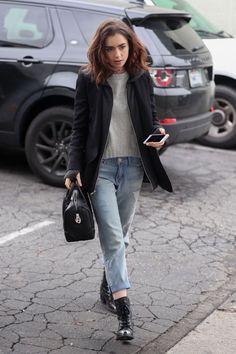 Además del evidente hecho de que Lily Collins tiene unas cejas que la llevan, su estilo para vestirse también es increíble!