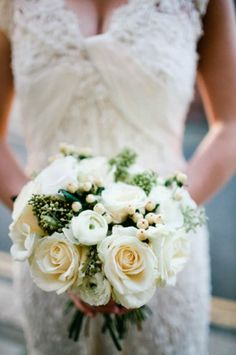 Simple, natural colours of cream and white for the bridal bouquet