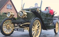 A rare Stanley steam car which has been kept chugging along by a family in Nottinghamshire for 90 years is being sold to another Notts owner.