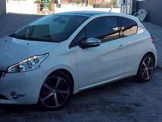 Fã: Teresa Diogo. Os fãs portugueses continuam a partilhar sessões fotográficas com as estrelas Peugeot! É para nós um motivo de #Orgulho!  Também tem fotos do seu Peugeot que queira partilhar? Envie-nos ou partilhe aqui directamente com todos os fãs e nós adicionamos ao álbum. #OrgulhoPeugeot #PeugeotFanDays — at Portugal.