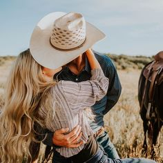 Country Couple Pictures, Cute Country Couples, Cute Couple Pictures, Cute Couples Goals, Couple Pics, Couple Goals, Western Engagement Photos, Engagement Couple, Engagement Shoots