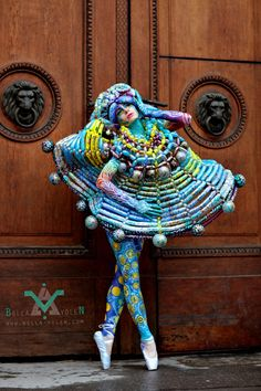 Bodypainting from the professional hand of Bella Volen . Belly Painting, Painting Tattoo, Balloon Dress, Wild Style, Recycled Art, Wearable Art, Body Art, Balloons, Costumes
