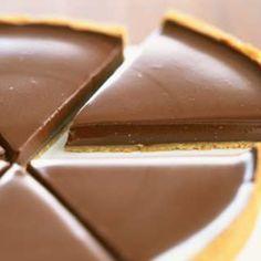 Tarte au chocolat de Frédéric Anton | gâteau au chocolat, dessert, pâtisserie, tentation. Plus de nouveautés sur http://www.bocadolobo.com/en/inspiration-and-ideas/