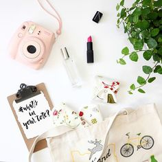 Our snap closure helps with portability. If you're shy about it, it's also very discreet. It'll blend right in with any everyday essentials! #whatsinyourtote ? #Hesta #Hestaorganic