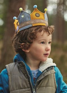 Craft a cute embellished crown for sassy little princesses or princes that will provide hours of fun for all wannabe monarchs. All you need are some Craft Planet Felt Sheets and pompoms and you're off to a flying start.