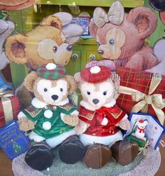 Duffy and Shellie May are ready to face Christmas in their cozy outfits!