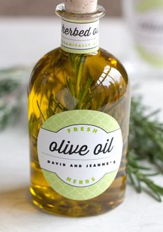 Infused Olive Oil This is a gift that will stay around for a while, unlike baked goods which are gone almost before you can blink. The flavor of the herbs gently infuses into the oil, and creates a subtle and delicious shift. Flavored Olive Oil, Flavored Oils, Infused Oils, Spices And Herbs, Fresh Herbs, Browning Sauce Recipe, Olives, Olive Oil Wedding Favors, Olive Oil Packaging