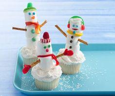 ¿Una fiesta en invierno? Bienvenidos a un hogar dulce hogar con Cupcakes en forma de muñecos de nieve.