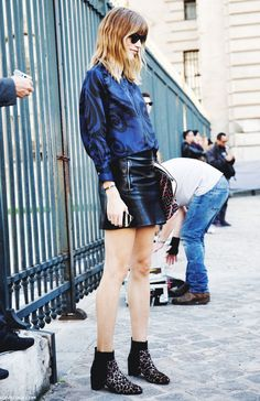 Ankle boots coupled with a leather skirt are perfect for a day look or night out. // #StreetStyle