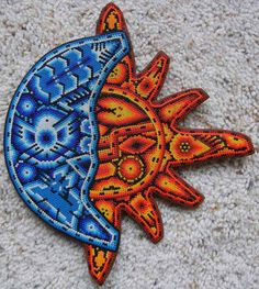 ☼ Sun & Moon ☾ Huichol Bead art we bought while on vacation in Puerto Vallarta. Puerto Vallarta, South American Art, Sun Moon Stars, Mexican Art, Diy Projects To Try, Bead Art, Beaded Embroidery, Painted Rocks, Seed Beads