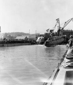 Launching of submarine Wahoo, Mare Island Navy Yard, Vallejo, California, 14 Feb 1942