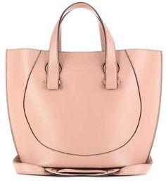 Shopper Victoria Beckham