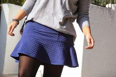 DIY Costura: Cómo hacer falda de punto con volante (patrón gratis)  Tutorial pattern free Crochet, Skirts, How To Make, Diy Stuff, Sewing Ideas, Crafts, Fashion, Dress Patterns, Sewing Patterns