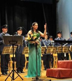 Grande successo della soprano Teresa Sparaco nel concerto della Banda Militare della Repubblica di San Marino – Vivi Casagiove