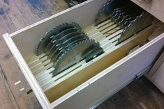 Table saw blade storage Jet Woodworking Tools, Woodworking Jigsaw, Woodworking Projects, Woodworking Store, Workshop Storage, Tool Storage, Saw Blade Storage, Table Saw Accessories, Best Circular Saw