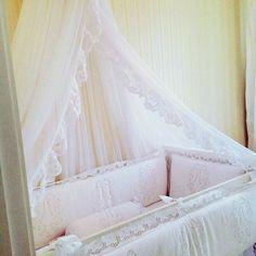 Lindo kit berço feito com alta qualidade melhor tecido em 100% algodão para dá conforto ao seu bebê é rico em BORDADO RICHELIEU.  Esse modelo: KIT BERÇO BORDADO EM RICHELIEU-FLOR DE MENINA, a partir de 7 peças para você. em bordadosdoceara.com.br ou http://www.bordadosdoceara.com.br/produtos/kit-berco-menina/kit-berço-bordado-em-richelieu-flor-de-menina-7-peças-detail.html