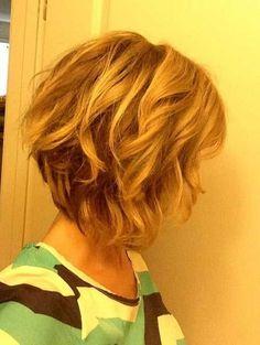 Short Wavy Textured Inverted Bob Haircut. #Hairstyles