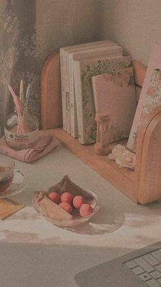 Peach Aesthetic, Brown Aesthetic, Aesthetic Colors, Aesthetic Vintage, Aesthetic Art, Aesthetic Pictures, Soft Wallpaper, Aesthetic Pastel Wallpaper, Aesthetic Backgrounds